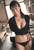 """""""モッツァレラボディ""""井口綾子、キュートな笑顔&圧巻スタイルのビキニで魅了"""