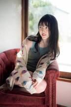 乃木坂46・久保史緒里、現役JKラストの制服姿 ショートパンツから美脚も披露