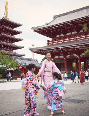 """着物を着て""""お祭り""""体験を楽しんだ西山茉希親子"""
