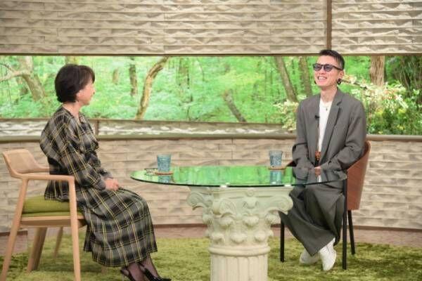 3日放送『サワコの朝』に出演する阿川佐和子と関ジャニ∞の安田章大 (C)MBS