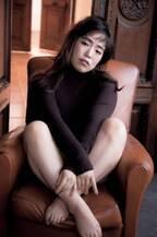 ゆりやんレトリィバァ、憧れの美女に変身 田中みな実の写真集表紙になりきり