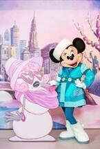 """ミニーマウス""""冬限定""""ファッション初お披露目 キャラグリ施設で12・1に模様替え"""