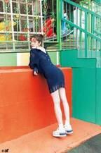 佐藤栞里、ミニスカートからスラリと伸びる美脚披露 人気ブランド春ルックを華麗に着こなし