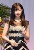 """森七菜、シックな白黒ドレス姿を披露 """"最もジュエリーが似合う著名人""""に選出"""