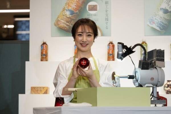 江戸切子グラス作りを体験した川田裕美