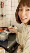 """吉岡里帆、浴衣姿で台所に立ち「あ~ん」まで… """"匂わせ""""動画公開に「あざとかわいい超えてあざとクソかわいいです」"""