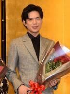 """加藤シゲアキ、舞台公演中の授賞式に感慨 """"真っ白な本""""贈られ気持ち新たに「すべての方にお礼を」"""
