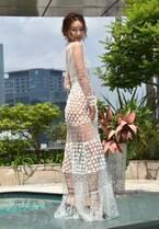 加治ひとみ、素肌に超絶シースルードレスで登場 渋谷で美ヒップ大胆披露「ちょっと恥ずかしい…」
