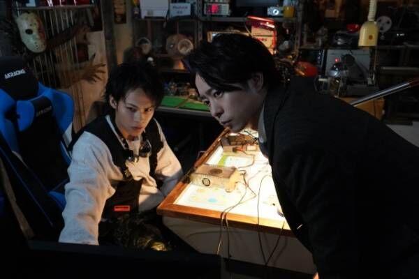 日本テレビ系連続ドラマ『ネメシス』第2話(18日放送)に出演する上田竜也、櫻井翔 (C)日本テレビ