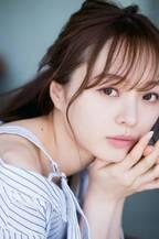 乃木坂46梅澤美波、圧巻の美しさ&透き通る美肌で魅了 『マガジン』表紙&巻頭グラビア