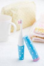 水玉模様がかわいい『音波式携帯電動歯ブラシ シュシュピカ』発売