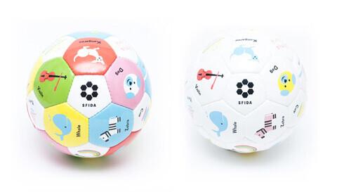英語が学べる知育サッカーボール「Play!Study!」が新発売