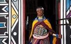 ローカルな旅を南アフリカで(1) カラフルな衣装と壁画のンデベレ族に出会う