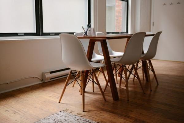 家庭訪問までに解決! 部屋を広く見せる「家具配置」のアイデア3つ