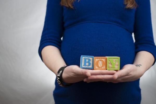 脱・マタニティウェア!? 妊娠中のお腹をおしゃれに隠す方法3つ