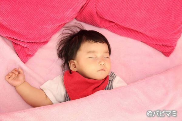 """寝かしつけが楽に!? 赤ちゃんの""""ねんトレ""""方法とメリット&デメリット"""