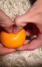 【早剥きミカン動画】12秒でミカンを完食できる皮の剥き方がスゴい!