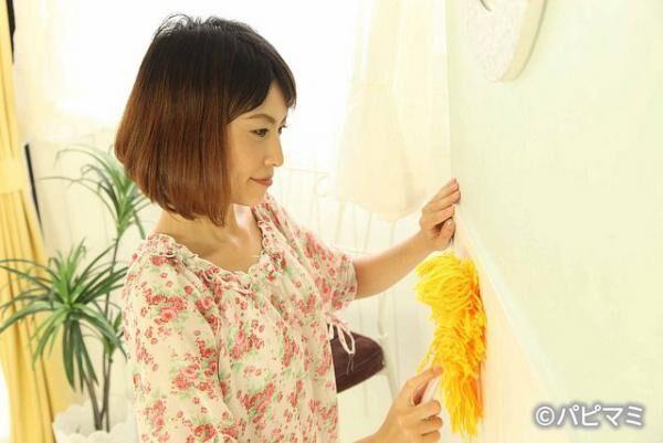 水拭きは厳禁!? 壁や壁紙の汚れをキレイに落とすコツと注意点