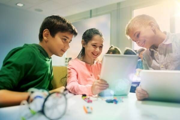 子ども向けプログラミング教材「Scratch(スクラッチ)」とは? │ パピマミ