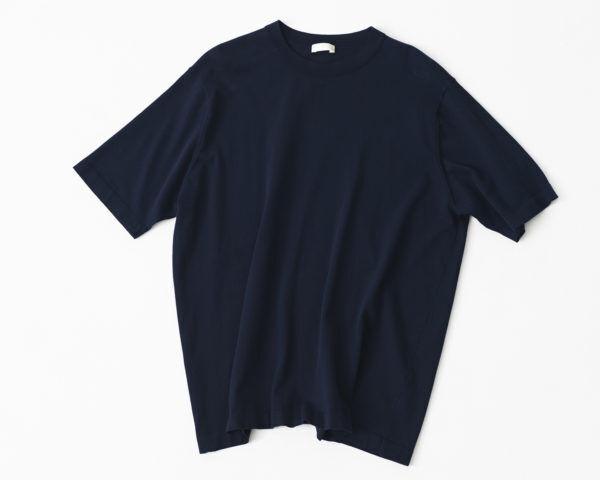 袖を通すたびに滑らかな肌触りがしあわせ。『niuhans』のシルク×カシミアの極上カーディガン