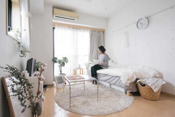 1Kマンションなのに広い!! 収納や色使いを工夫して素敵に暮らす部屋づくり