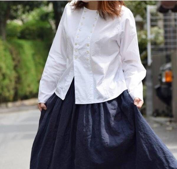 レディライクな白シャツで媚びずに女っぽさを。