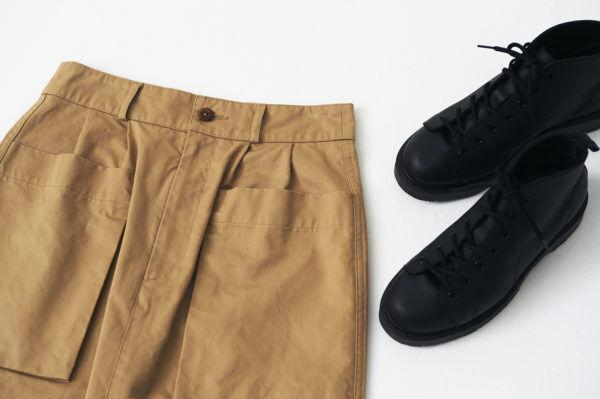 頼れる大人のユニフォーム。『MHL』のチノスカートとブーツ