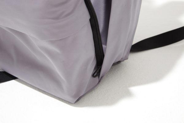 いつものデイバッグで出かけよう。水にも強い『Aeta(アエタ)』は旅でも大活躍!