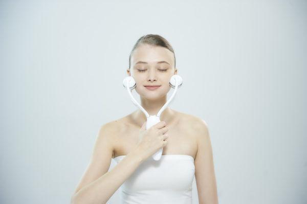 筋肉にアプローチする美顔器登場!「ルルド フェイスメイクローラー」4月1日発売開始