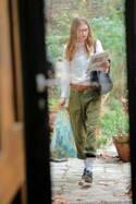 パリの人気モデルのライフスタイルを公開! 気温差の激しい春だからこそ、パリジェンヌの着こなし術から学ぼう!