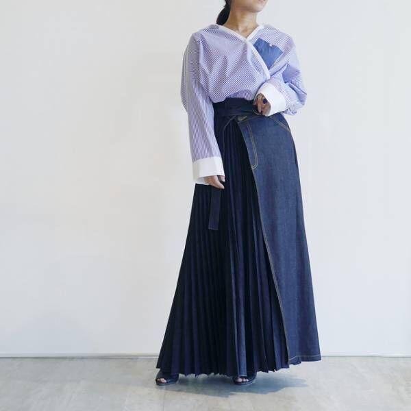 抜け感のある「軽やかプリーツ」のロングスカートでつくるレディなスタイル
