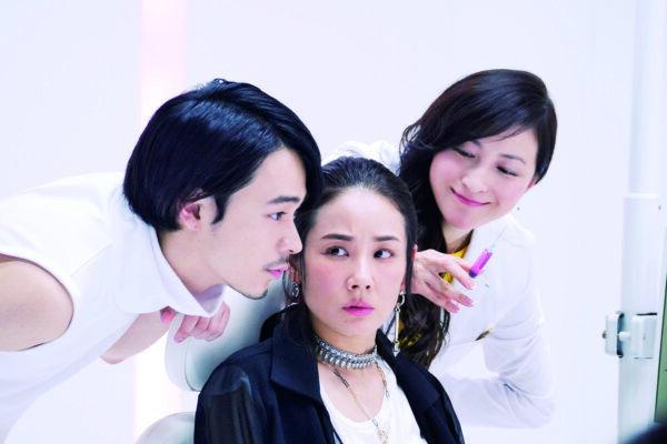 吉田 羊主演、人気放送作家・鈴木おさむが初監督を務めた、大人のラブコメ『ラブ×ドック』が公開。