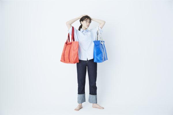 メインにもサブにも活躍。『beautiful people』のプラスチックバッグがあればお出かけも安心