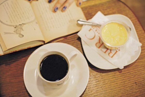 読書ができるお気に入りの場所。気持ちいい時間の過ごし方 本とコーヒー? 本とビール?