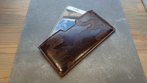 革財布の老舗で選ぶ、スマホ起点のスマート夏財布【レトロな街の素敵なひと・もの】