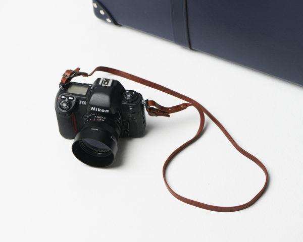 ミニバッグとして使える?!『モノグラム』のカメラケース&ストラップ!コンパクトカメラ、財布、スマホを入れて。