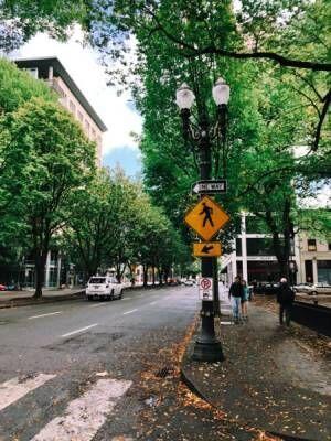 アートディレクターしぇるのひとりごと – 12「ポートランドひとり旅 – 街歩きで看板採取」