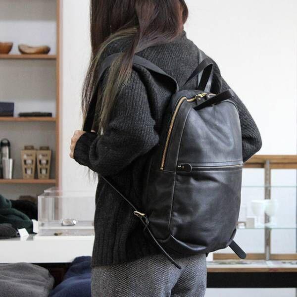 通勤・通学にも!コーデに馴染んでくれる「黒のバックパック」をご紹介。