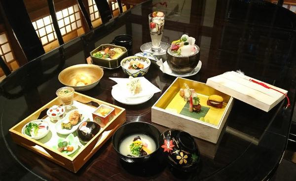 春の女子散歩は人気の上野エリアへ。あの名作が生まれた空間で、絶品料理に舌鼓。