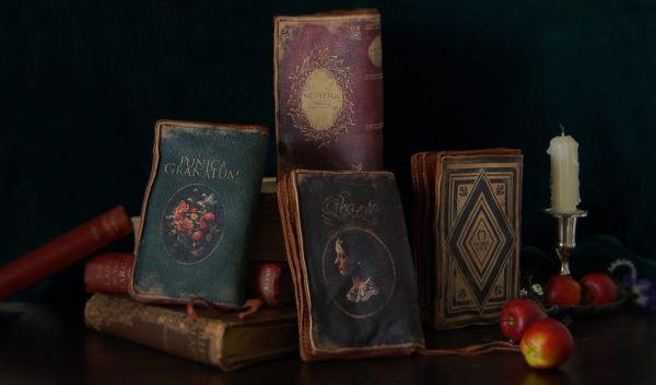古書を素材・モチーフにした財布やバッグなどを展開する『Yoda Hidemi』 に注目!【ブランドファイル】