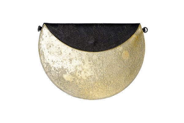 開けば満月。フラップを折れば三日月に。リアルすぎる月のクレーターのクラッチバッグが登場