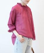 明るいカラーで季節感をプラス。おすすめの「ブラウス・シャツ」でコーデを華やかに!