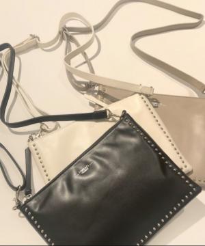 ベーシックなカラーで取り入れやすい!コーデをスタイリッシュに決める「バッグ」