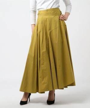 風をはらむ軽やか素材。フェミニンムードを盛り上げる「フレアスカート」特集