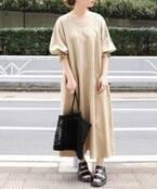 オシャレと体型カバーを両立。ゆったりとしたサイズ感が今っぽい「ワンピース」
