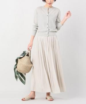クリーンな雰囲気が魅力。1着はゲットしておきたい、着回せる「ベージュスカート」