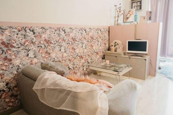 ピンクとグレーの部屋