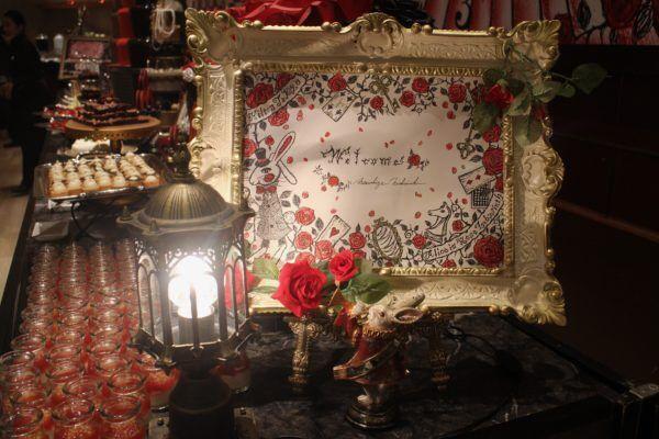 デザートビュッフェ@ヒルトン東京 薔薇と鏡の迷宮で最高峰の紅茶を楽しむティーパーティー【アリスinローズ・ラビリンス】