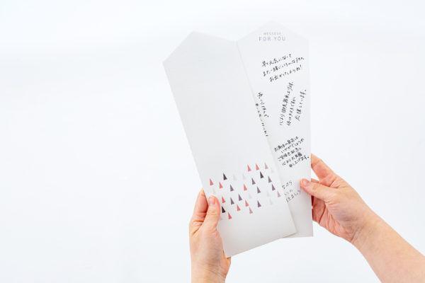 置いたり貼ったりできる自由自在なモダン神棚。メッセージをつければ寄せ書きにも。