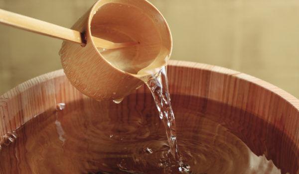 話題の「木のストロー」で日本酒が美味しくなるってほんと!?木の香りを楽しむアイテム続々登場